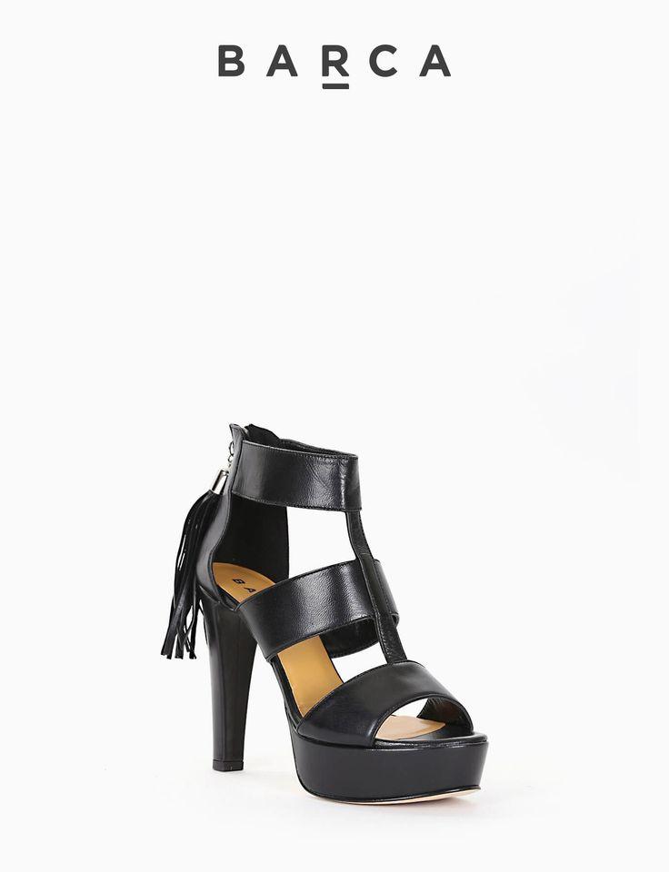#Sandalo #tacco 120, fondo gomma e soletto in vera pelle, tomaia con tre fasce larghe in morbida pelle, #plateaux 2 cm rivestito, cerniera posteriore con tirante #nappina grande per una calzata comoda e facile.  COMPOSIZIONE FONDO GOMMA, SOLETTO VERA PELLE  COLORE #NERO  MATERIALE #PELLE  #shoes #sandali #springsummer #outfit #fashionblogger #scarpe #fashion