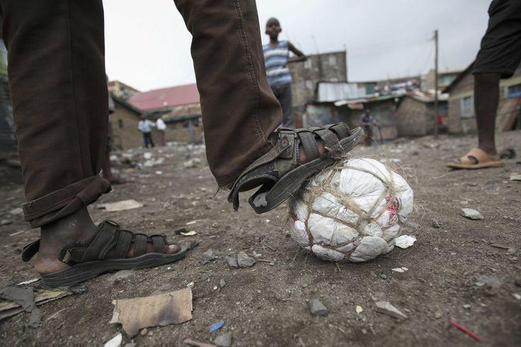 Infancia, deporte y pobreza: así se vive el Mundial en Kenia (FOTOS)
