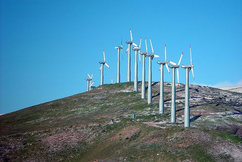 Direct drive windmill essentials. Learn precisely what direct drive engineering is, furthermore what are the strengths, shortcomings and opportunities in the future could be. http://netzeroguide.com/direct-drive-wind-turbine.html Wind Turbines