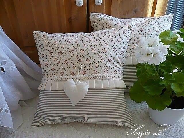 Puderniczka: Poduszki dekoracyjne - inspiracje