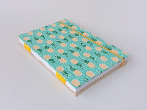 Caderno Com Costura Artistica Fechamento Em Elastico Rolico Capa