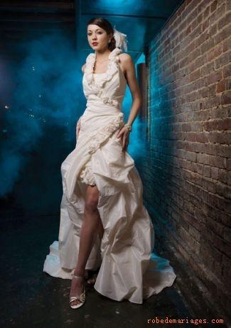 Robe en Taffetasss sans bretelle ornée de Robe de Mariée Grete Tailleieurs fleurs et de plis Robe de mariée originale