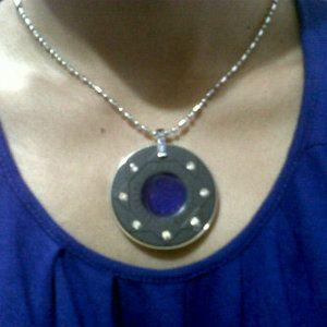 Pendant Aura - kalung energi membuatmu fit sepanjang hari, warnanya berubah-ubah sesuai aura tubuhmu