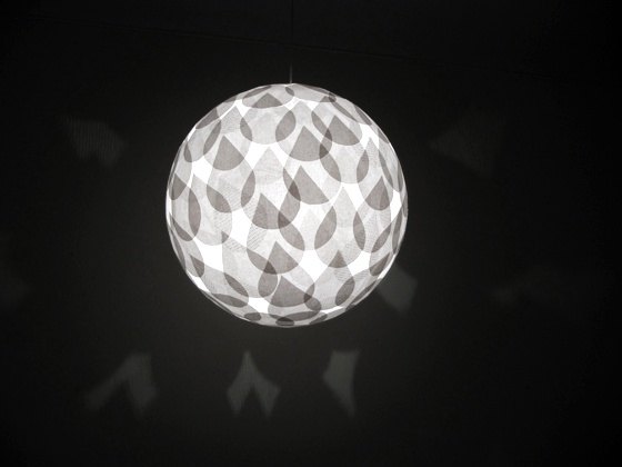 Bol lamps are made by hand from old fabrics. The light reveals their different textures and evokes memories and images.