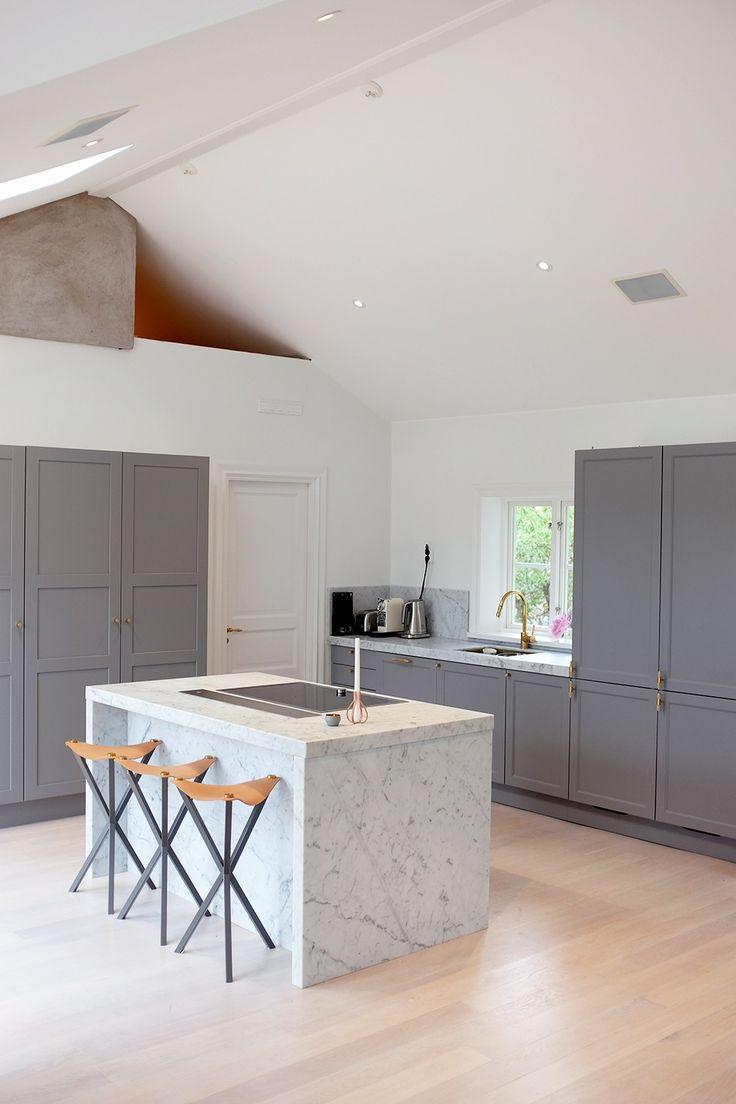 Grey and marble kitchen! Före- och efterbilder från inredning och renovering av vårt kök på landet. Grått, marmor och mässing!