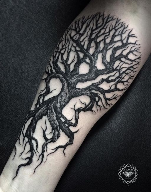 Tree tattoo by #DmitriyTkach. Photo: Instagram.