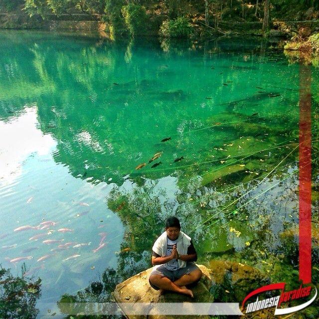Lokasi: Situ Cicerem  Berada di desa Kaduela, Pasawahan Kabupaten Kuningan, Jawa Barat. Situ ini merupakan telaga alami yang berada persis di kaki Gunung Ciremai. Jika anda kesana pasti anda heran dengan warna air yang ada dalam situ ini. Di situ situ yang lazim kita jumpai pasti airnya berwarna coklam ataupun bening