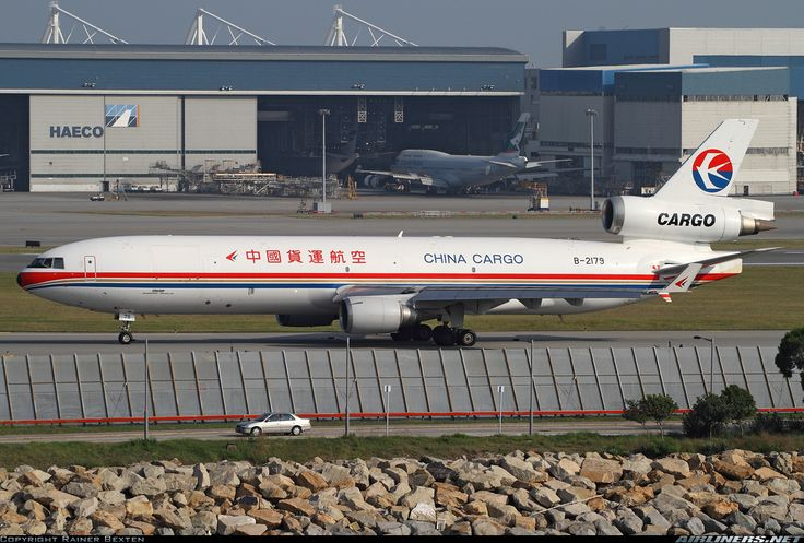 McDonnell Douglas MD-11F, China Cargo Airlines, B-2179, cn 48545/587, first flight May 1995 (EVA Air Cargo), China Cargo delivered 2.6.2011. Foto: Hong Kong, China, 1.11.2011.