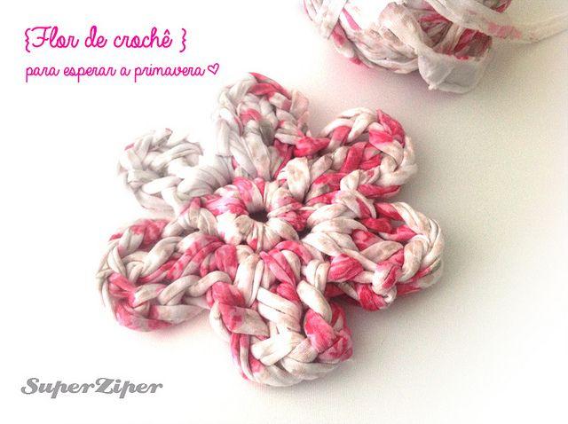 Aula de crochê: Como fazer uma flor: Crochet Flowers, Trapillo Flores, Crochet Motif, Crochet Tutorials, A Flower, Quaver, Simple Crochet