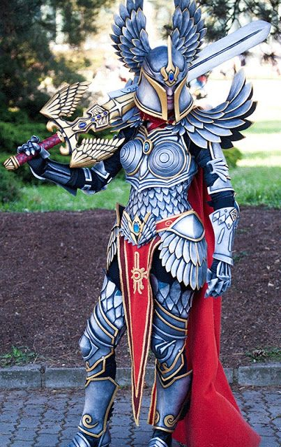 Galaxy Fantasy: Impresionante armadura cosplay de paladin de Might & Magic Heroes VII