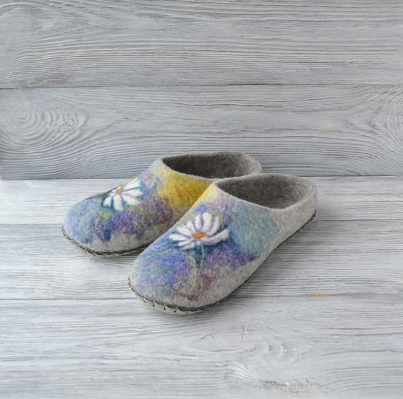 Felt wool <b>women slippers</b> with chamomile Custom warm <b>house</b> ...