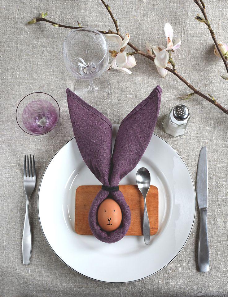 Servietten als Tischdekoration zu Ostern