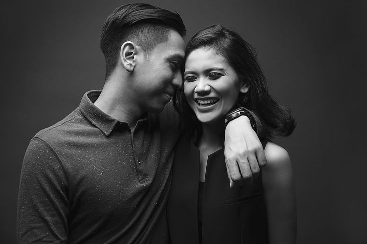 Black and white Pre-Wedding - www.thebridedept.com