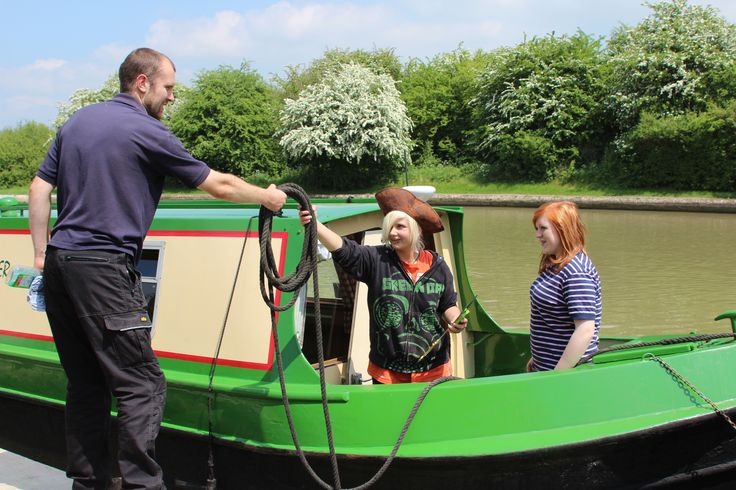 Rob helping the holiday makers on Wild Burdock cast off as they head off up the Grand Union Canal on their holiday.