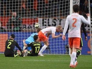 Davy Klaassen sets Everton Europa League challenge