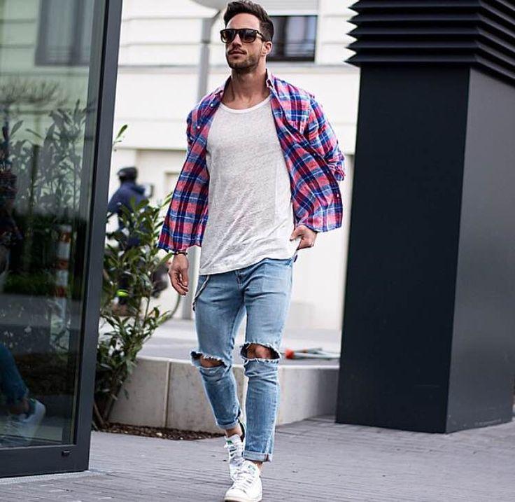 チェックシャツといえば、アメカジスタイルを中心に着こなしにアクセントを加えるメンズファッションにおけるキーアイテムだ。単品使いはもちろんのこと、レイヤードスタイル、タイアップスタイルまで幅広い着こなしに対応できる、さらに素材を選べば年中活用できる優れもの。しかしながらスタイリッシュに着こなすのは意外とハードルが高いのも事実だ。今回はチェックシャツにフォーカスして注目の着こなし&アイテムをピックアップ! ブラックウォッチチェックシャツ×グレースキニーパンツ ブラックウォッチとは「黒い見張り番」すなわち「スコットランドの英雄、ハイランド独立連隊」が身につけていた衣装に由来を持つ。チェック柄の中にブラックとブルーが含まれているため、ブラックやネイビーのボトムと相性が良く、実は着まわし抜群。 asos GITMAN VINTAGE(ギットマンヴィンテージ) WOOL MELTON B.D SHIRT アメリカ、ペンシルバニア州の北部にある伝統的なシャツメーカー「GITMAN VINTAGE(ギットマンヴィンテージ)」。ウール生地で仕立てられたソフトな風合いのブラックウォッチシャツ...