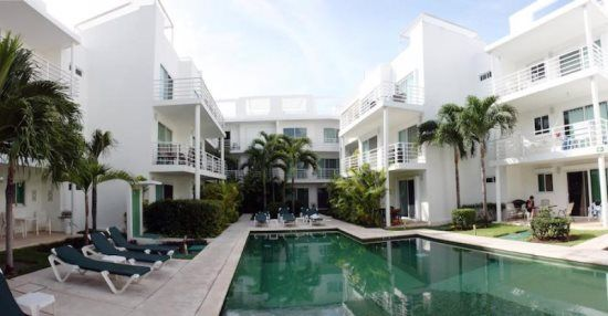 Condo Pelicanos:This beautiful condo has a very convenient location for Playa del Carmen vacation rentals, in a very safe area and just a short walk from Mamitas beach and 3 blocks away from 5th avenue.This is a great option for couples or families looking for tranquil and safe Playa del Carmen vacation rentals.