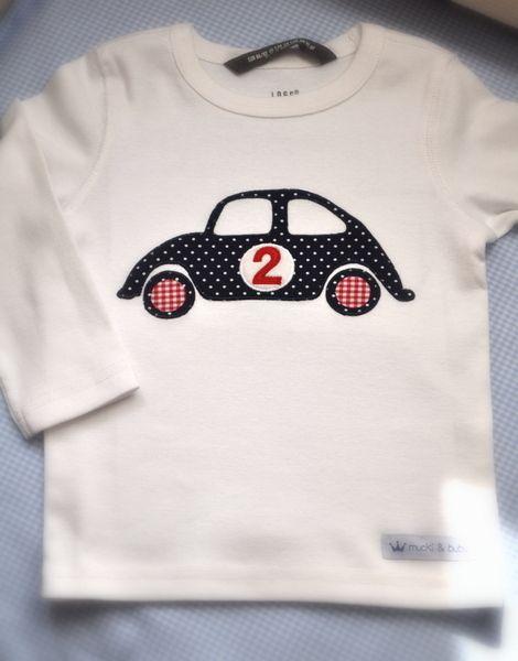 tütüüüüüt!!! Aufpassen, hier kommt ein weisses Langarmshirt mit einem Oldtimer und sucht einen kleinen Chauffeur ;)    Das Auto ist aus einem dunke...