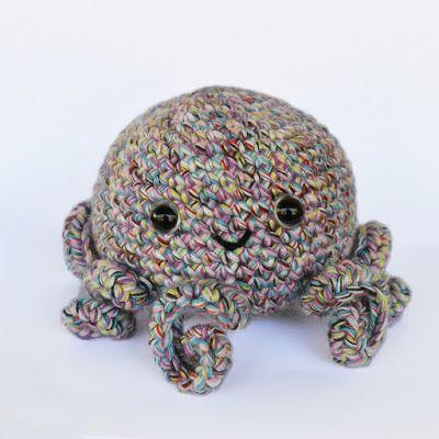 Free Pattern for Seamless Octopus #crochet #freecrochetpattern #amigurumi #freeamigurumipattern