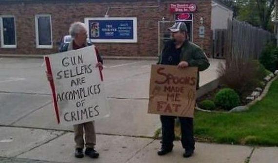 (Vendedores de armas são cúmplices de crimes. - Colheres me fizeram gordo.)  Então, malditas colheres e vendedores de armas...!