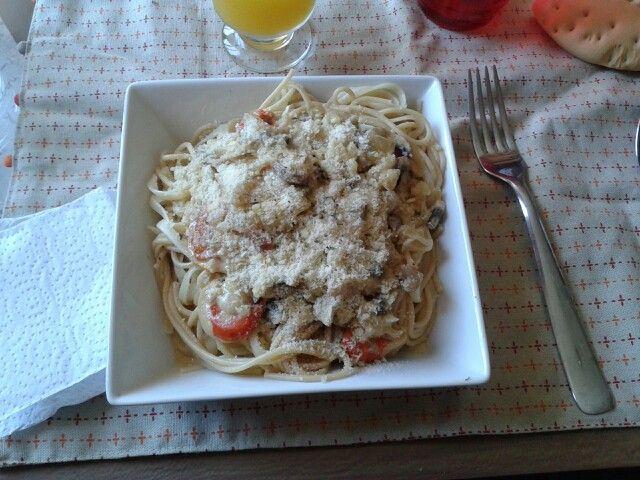 Pasta con ostiones a la crema y parmesano