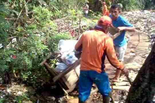 terkini  Pembuangan Sampah Liar di Sukmajaya Lihat berita https://www.depoklik.com/blog/foto-pembuangan-sampah-liar-di-sukmajaya/