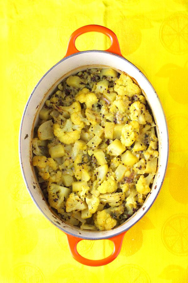 Aloo Gobhi - vegetarian Indian recipe