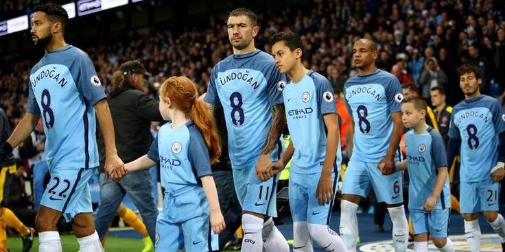 Pemain2 Manchester City Bersimpati Pakai Jersey Gundogan !