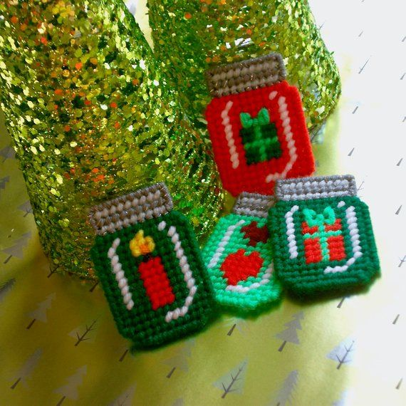 Plastic Canvas Little Gifts Mason Jar Magnets Set Of 4 Plastic Canvas Crafts Plastic Canvas Christmas Plastic Canvas Ornaments