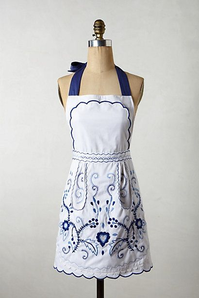 Scrolled Vines Apron - anthropologie.eu. Reckon I could make one similar from an old tablecloth