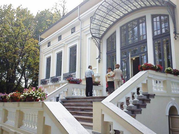 Dacă aveţi drum prin Botoşani, nu rataţi ocazia de a vizita Casa Ventura, în cadrul căreia se află Muzeul Etnografic şi Şcoala Populară de Artă. Edificiul a fost reabilitat cu fonduri Regio de peste 7 milioane de lei. http://www.inforegio.ro/images/info-publicitate/publicatii/Revista%20Regio%20nr.19%20site.pdf