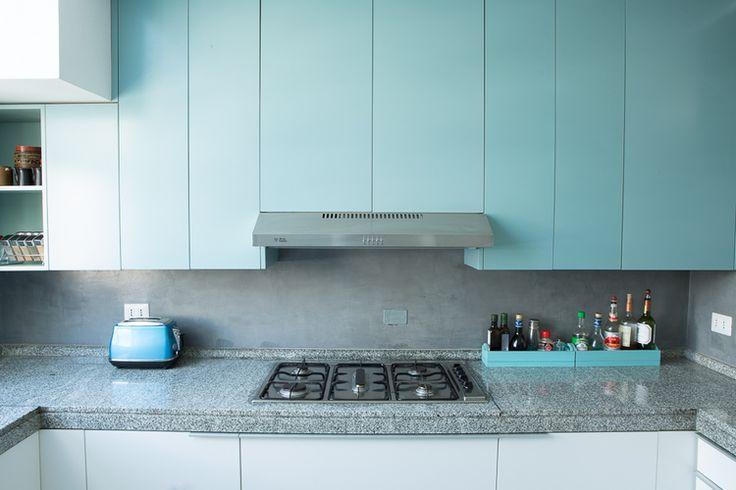 Cocina blanca celeste muebles madera dproject 5