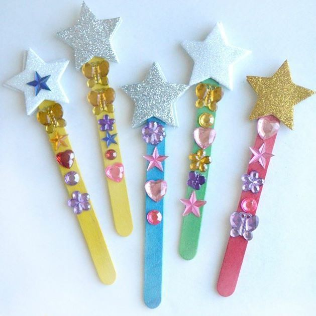 We love these magic wand reading pointers and we're sure your little ones will too. Easily made with craft sticks, stick-on jewels, sparkly foam star stickers. Image via @terricreativefam. #craftforkids #youngacademics #earlylearning #childcare