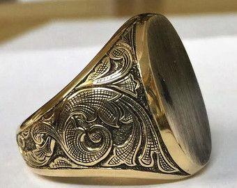 Items op Etsy die op Signet Ring 16x13mm gouden aangepaste ovale Gem StoneHand gegraveerd wapenschild, familie kuif, Monogram Ring - Ring Signet mannen Signet ringen lijken