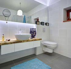 Obě koupelny jsou v neutrálních barvách, proto nikdy nevyjdou z módy