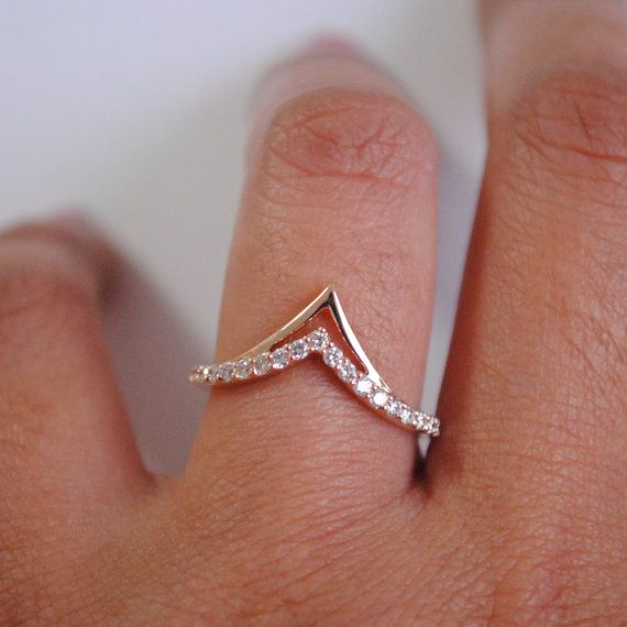 Chevron Stackable Bridal 14K Gold and Diamond Wedding Band. Promise Ring. Multiway wear ring. Gold V band. Wedding. Bridal
