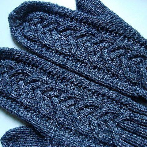 Первые варежки в рамках совместного вязания от  @musiko.ksenmi     Информация по совместника под первым фото по тэгу #dmitrieva_mittens Кто ещё  в такую жару рискнул варежки вязать?  Я одни уже закончила  #вяжутнетолькобабушки #вязание #вязаныеварежки #вязаниеспицами #knittinglove #knit #knitting #i_loveknitting