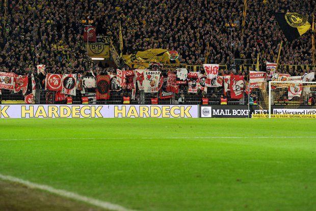 Beim letzten Heimspiel gegen Stuttgart präsentierten die BVB-Ultras eine Menge an gezocktem Stuttgarter Fanmaterial.