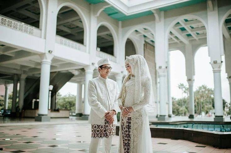 "327 Likes, 2 Comments - Laksmi Wedding Muslimah (@laksmimuslimah) on Instagram: ""Agamaku belum dikatakan sempurna jika aku belum disempurnakan olehmu. Karena itu, ku ingin…"""