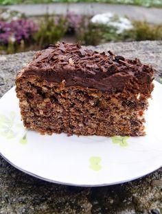 Czekoladowe ciasto bezowe z orzechami i bakaliami, bez glutenu