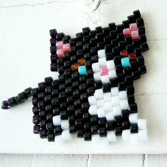 Seed bead cat charm by BeadCrumbs