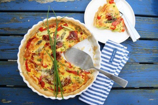 Pai med spekeskinke, paprika og asparges