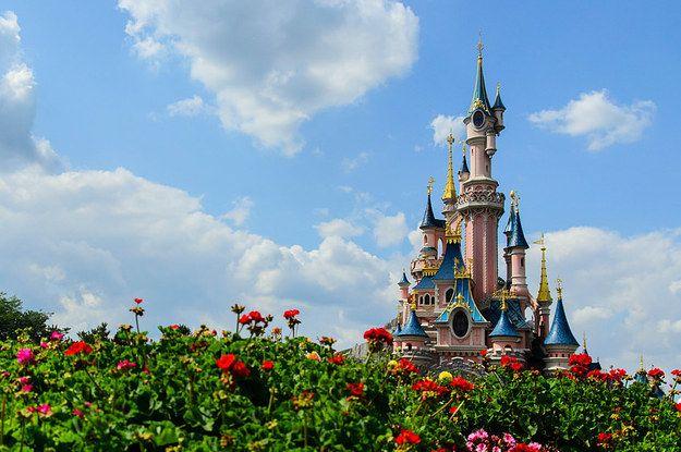 Besöka DISNEYLAND i Paris.Vi måste ha mini mouse ears och äta sockervadd.😊😱