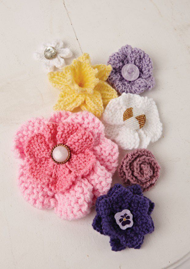 Knitting patterns for various flowers including daffodil, pansy, rose, and mo...