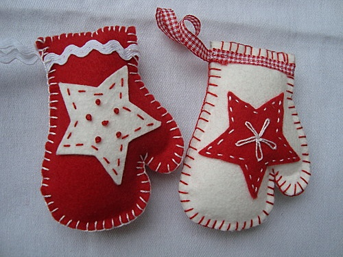 Petites moufles en feutrine felting ornament and felt ornaments - Deco noel feutrine ...