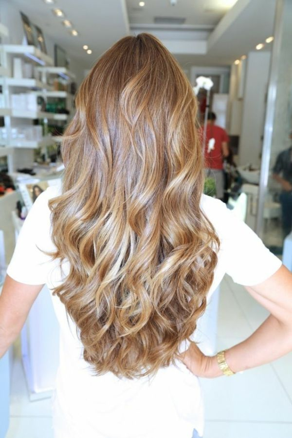 traumhaftes Haar in hellbrauner Farbe