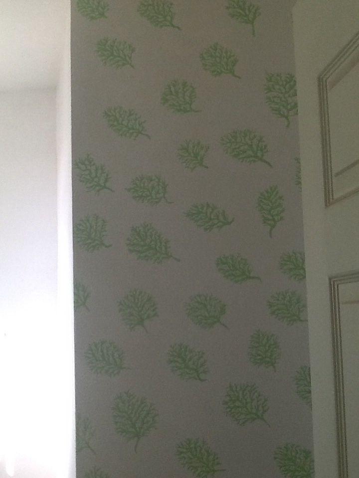 Hojas color verde olivo las pinte a mano cada una. Me encanto como lucen en la pared de baño.