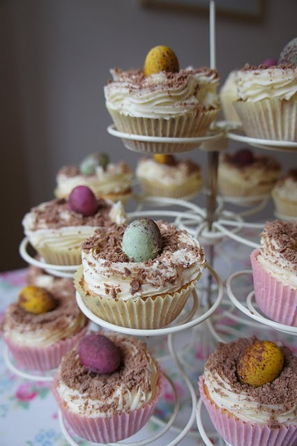 Easter Cakes* changing Faiths party theme since it is Easter