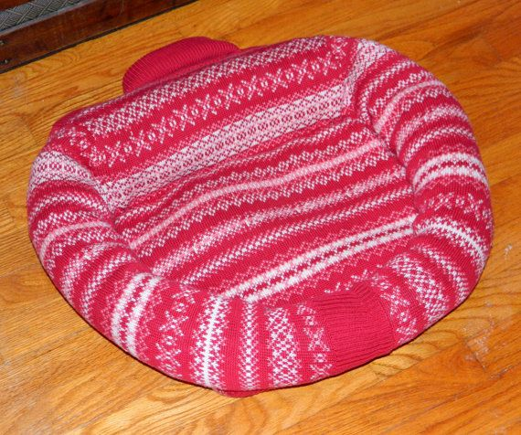 Christmas CAT Bed DOG Bed Pet BED Handmade Upcycled di CrabbyCats
