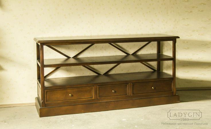 Деревянная винтажная консоль с 3 нижними ящиками на подиуме в классическом стиле производство Ladygin